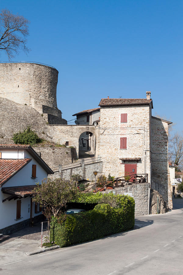 Download Het dorp van Cusercoli stock afbeelding. Afbeelding bestaande uit middag - 39112975
