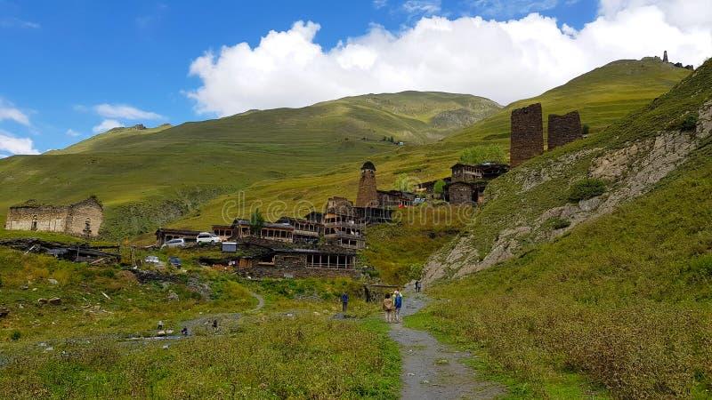 Het dorp van Dartlo, Tusheti, Georgië stock afbeelding