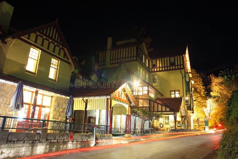 Het dorp van de Holen van Jenolan bij nacht stock fotografie