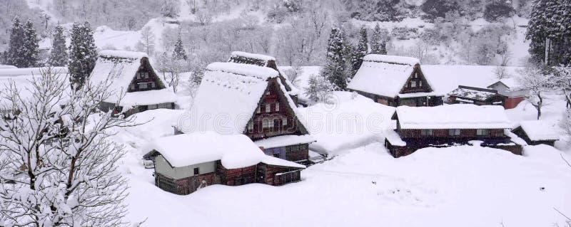 Het dorp van de Plaatsshirakawago van de werelderfenis en de Winterverlichting royalty-vrije stock foto