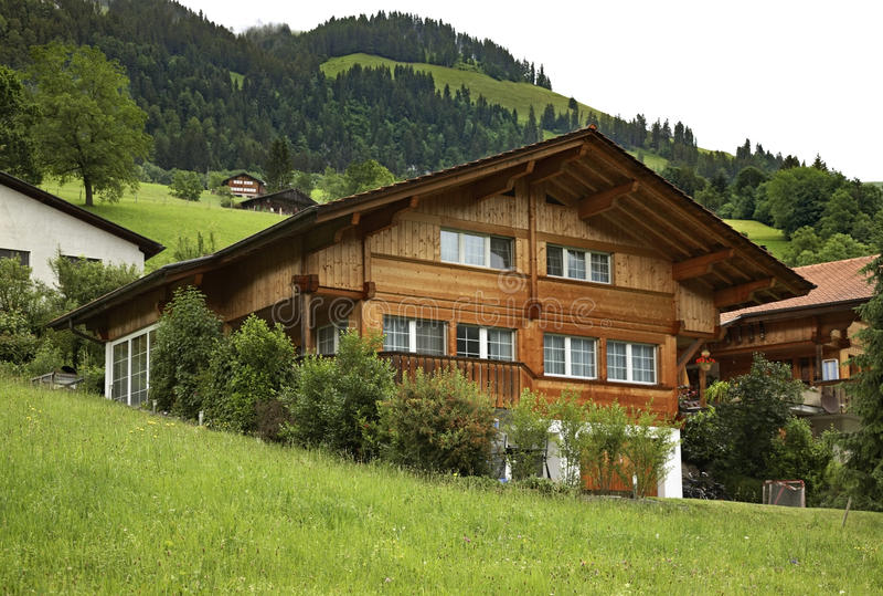 Het dorp van Erlenbach im Simmental zwitserland royalty-vrije stock afbeeldingen