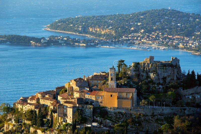 Het Dorp van Eze Èze bij zonsopgang Alpes Maritimes, Franse Riviera, Kooi D ` Azur, Frankrijk stock afbeelding