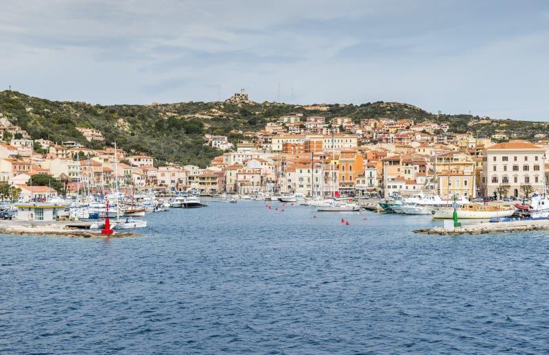 Het dorp van La Maddalena in het eiland van La Maddalena, Sardinige, Italië royalty-vrije stock foto's