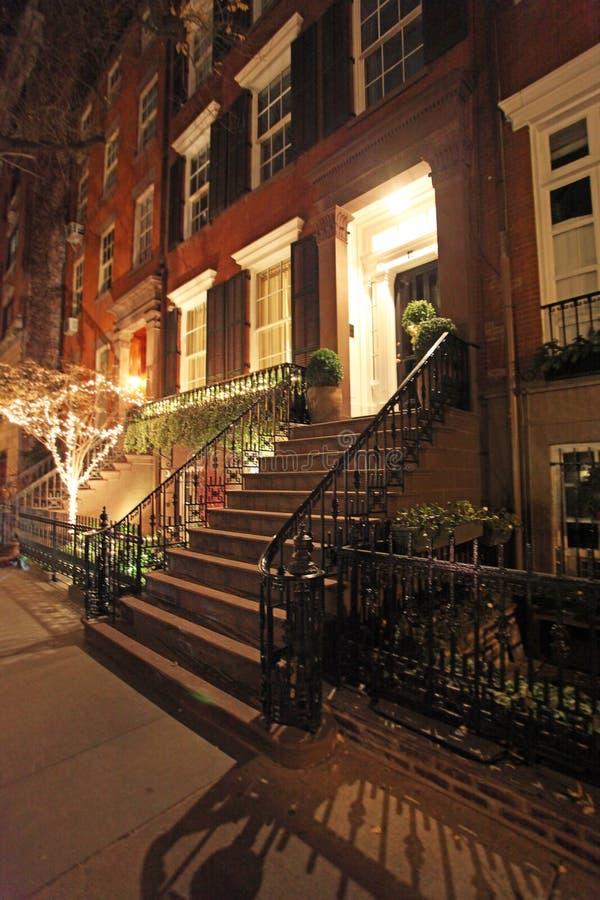 Het Dorpshuis in de stad van Greenwich 's nachts, NY, de V.S. royalty-vrije stock fotografie
