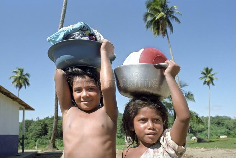 Het dorpsleven van Indische kinderen, Coco-Rivier, Nicaragua royalty-vrije stock foto
