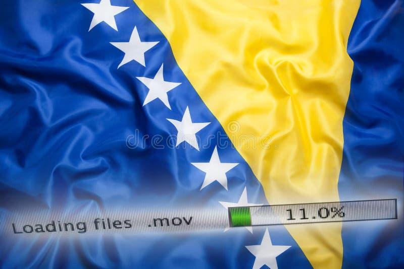 Het downloaden van dossiers op een computer, de vlag van Bosnië-Herzegovina stock afbeeldingen