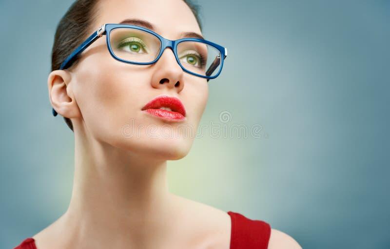 Het dragen van glazen stock foto's