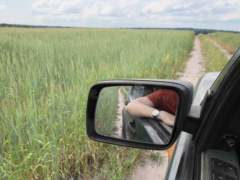 Het drijven door de groene gebieden stock fotografie