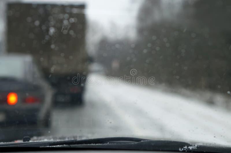 Het drijven door een Sneeuwonweer stock foto