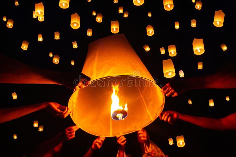 Het drijven lantaarnfestival, Yi Peng in Chiang-MAI, Thailand stock fotografie