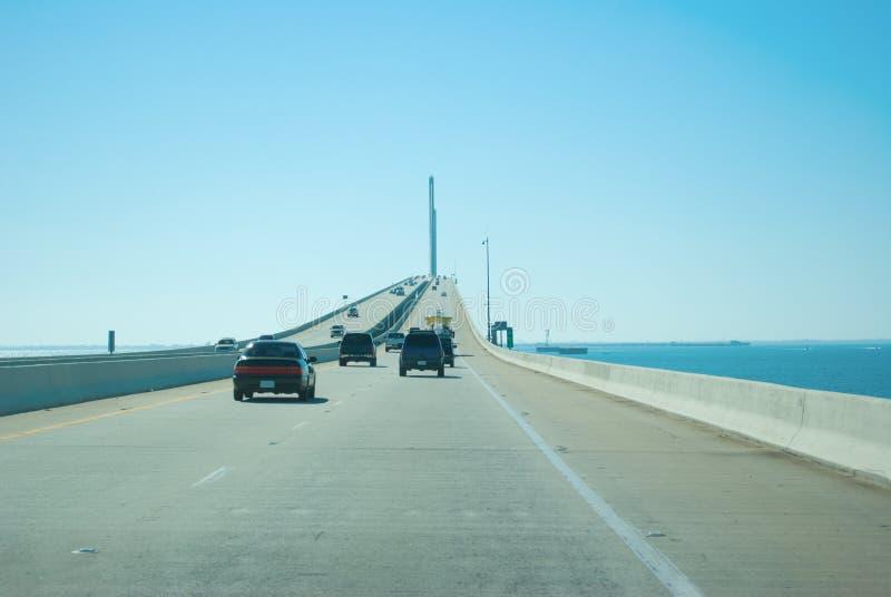 Het drijven op de Brug van Zonneschijnskyway over Tampa Bay royalty-vrije stock foto