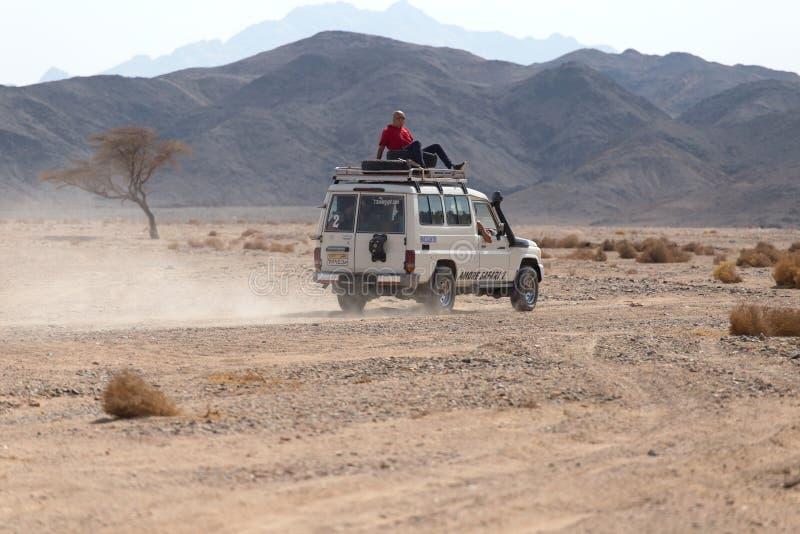 Het Drijven Op Jeeps Redactionele Foto
