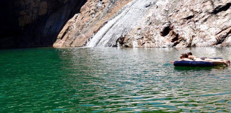 Het drijven in Serpentine Falls royalty-vrije stock fotografie