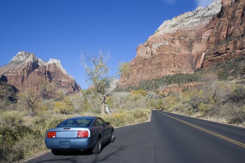 Sportwagen het drijven in Utah. royalty-vrije stock foto's