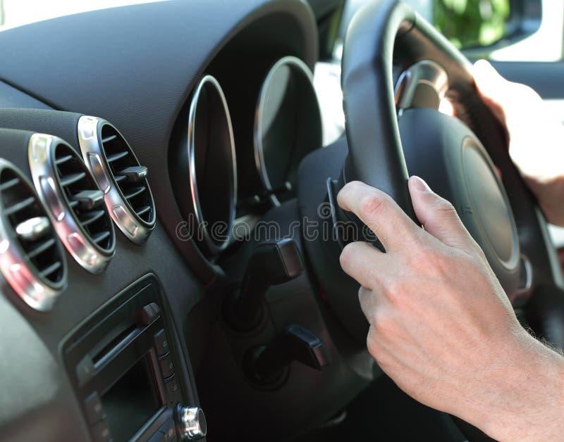 Het drijven van een auto stock afbeelding
