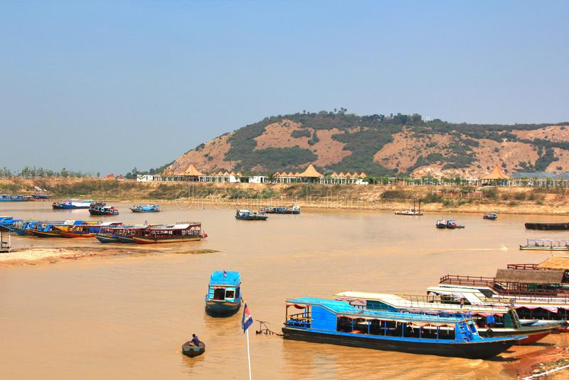 Het drijvende dorp bij Tonle-Sapmeer siemreap Kambodja royalty-vrije stock foto's