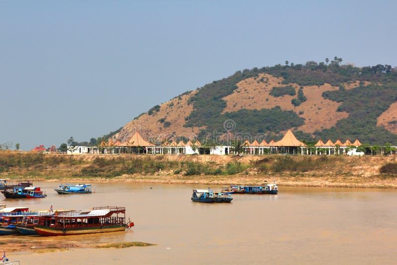Het drijvende dorp bij Tonle-Sapmeer siemreap Kambodja stock foto