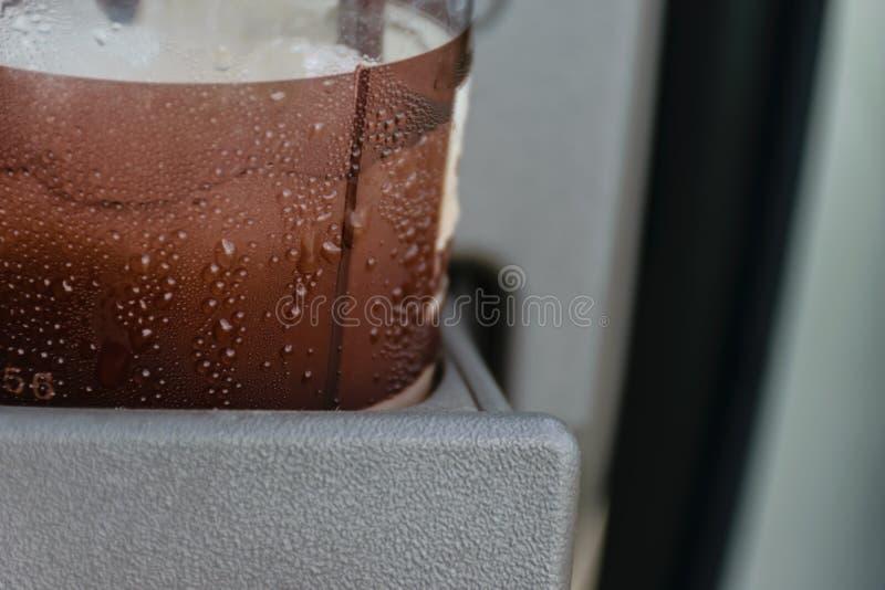 Het drinken in auto royalty-vrije stock foto