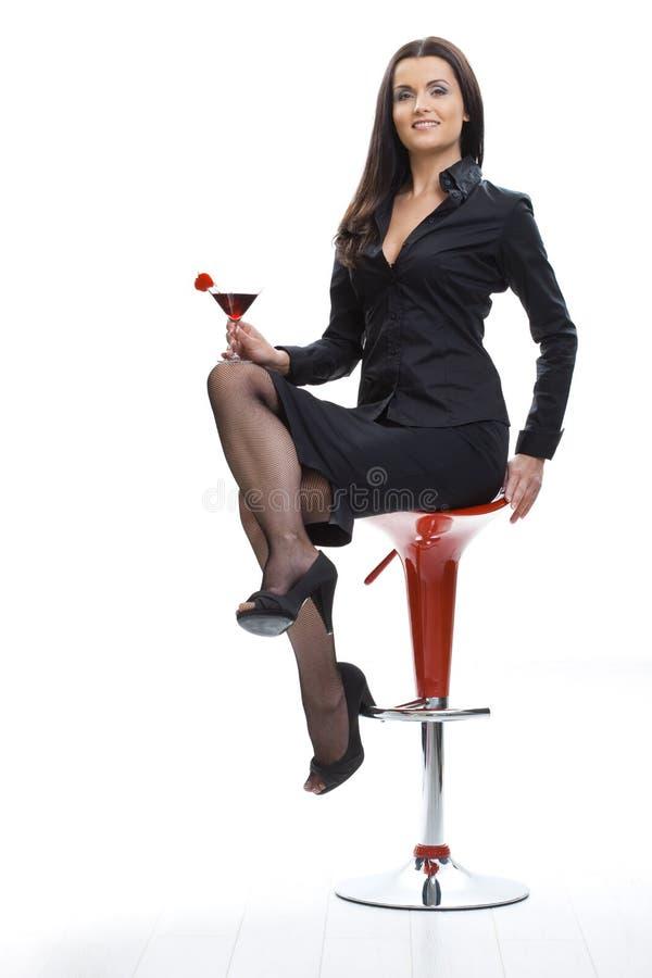 Het drinken van de vrouw cocktail stock foto