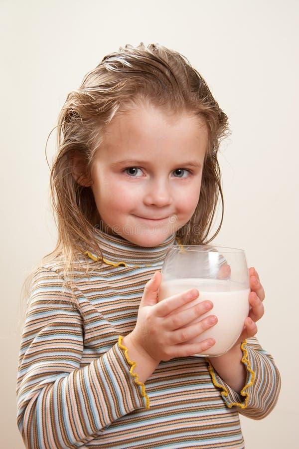 Het drinken van het kind melk royalty-vrije stock fotografie