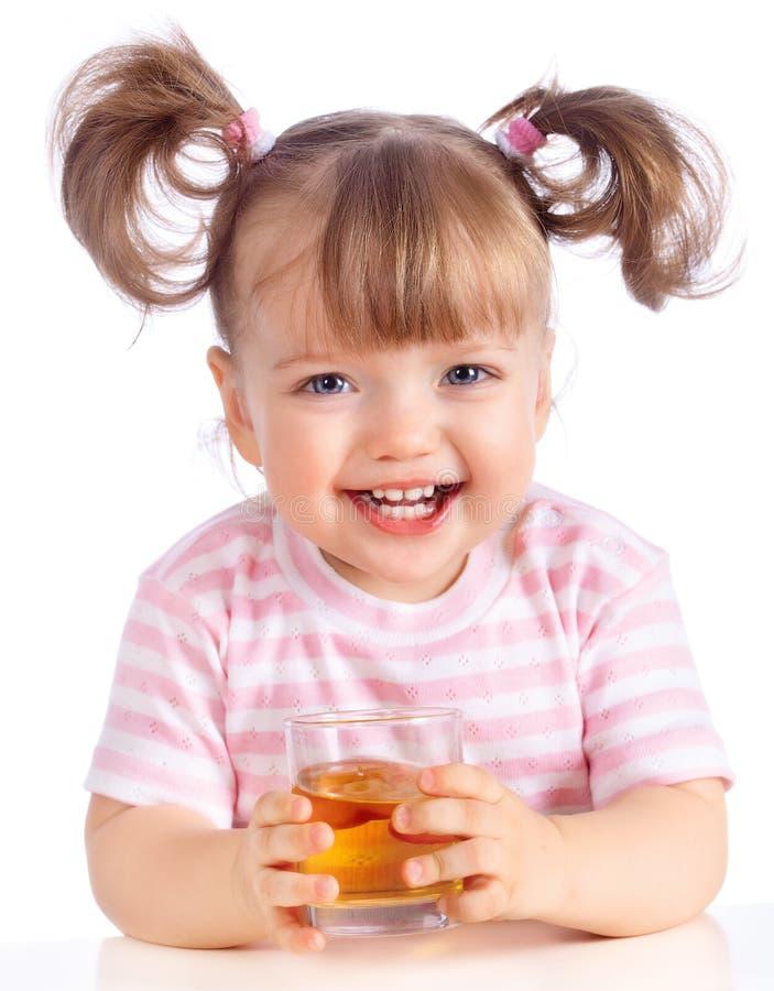 Het drinken van het meisje appelsap stock fotografie