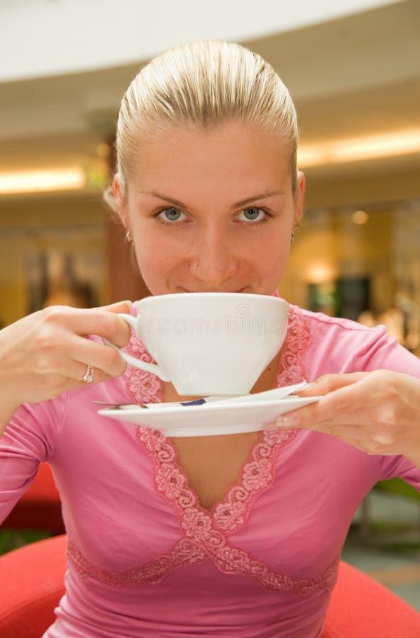 Meisje het drinken koffie royalty-vrije stock fotografie