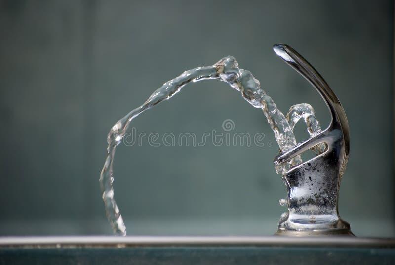 Het drinkende Water van de Fontein stock afbeelding