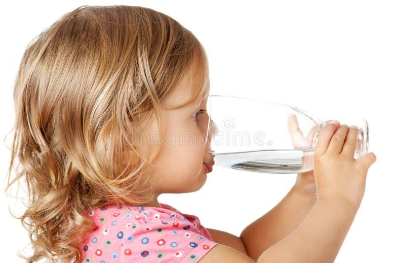 Het drinkwater van het kind stock foto