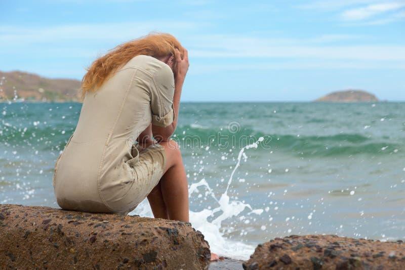 Het droevige meisje stock fotografie