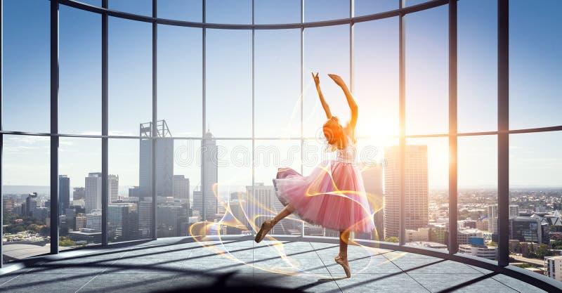 Het dromen om ballerina te worden Gemengde media stock fotografie