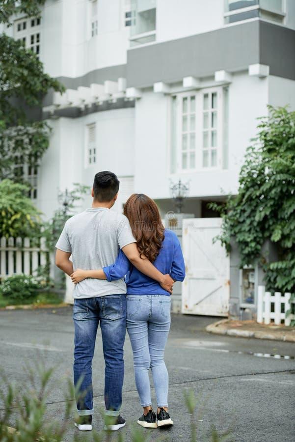 Het dromen van groter huis royalty-vrije stock foto