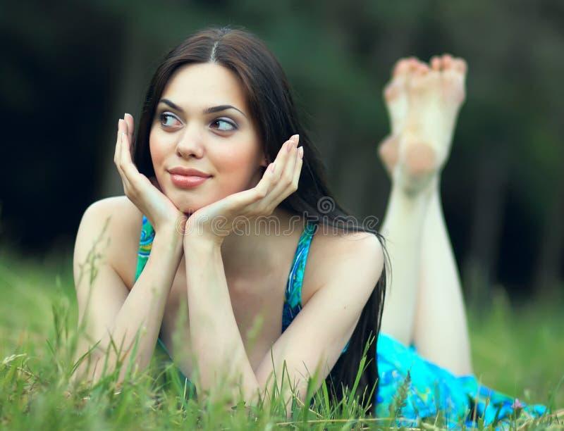 Het dromen van mooi meisje royalty-vrije stock foto