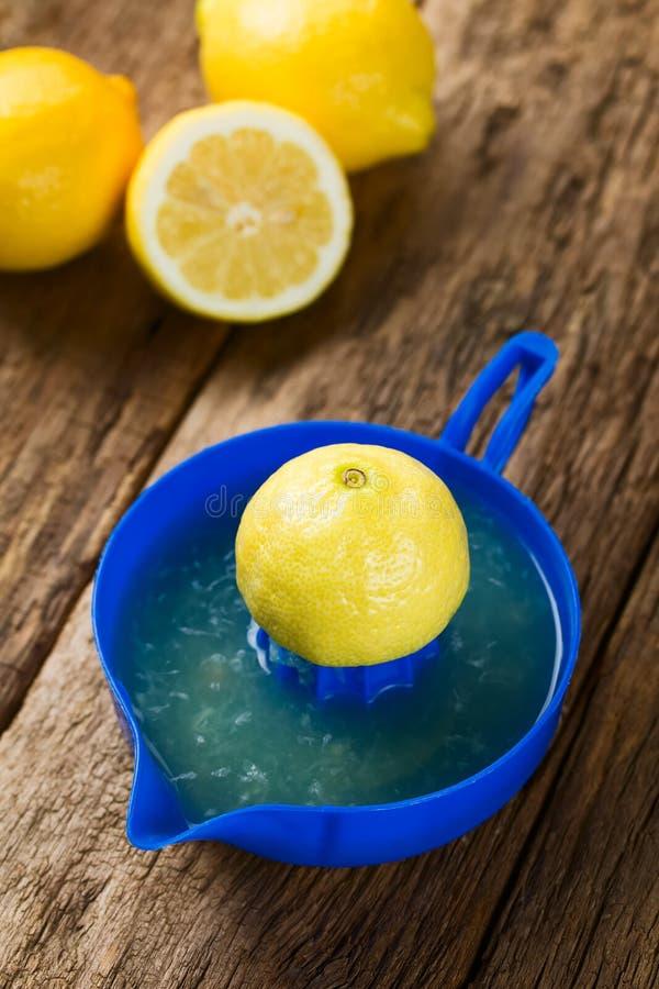 Het drukken van citroensap royalty-vrije stock foto's