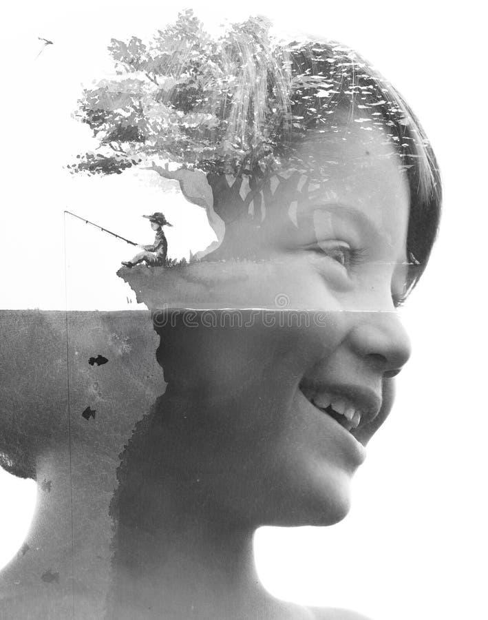 Het dubbele blootstellingsportret van een jong glimlachend kind combineerde met het mooie met de hand gemaakte schilderen van een stock illustratie