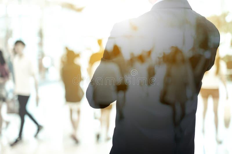 Het dubbele van blootstellingszakenman en mensen lopen stock afbeeldingen