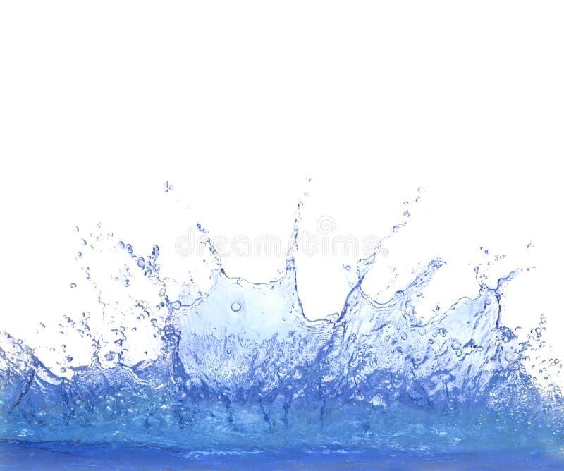 Het duidelijke blauwe water bespatten isoleert op witte achtergrond stock fotografie