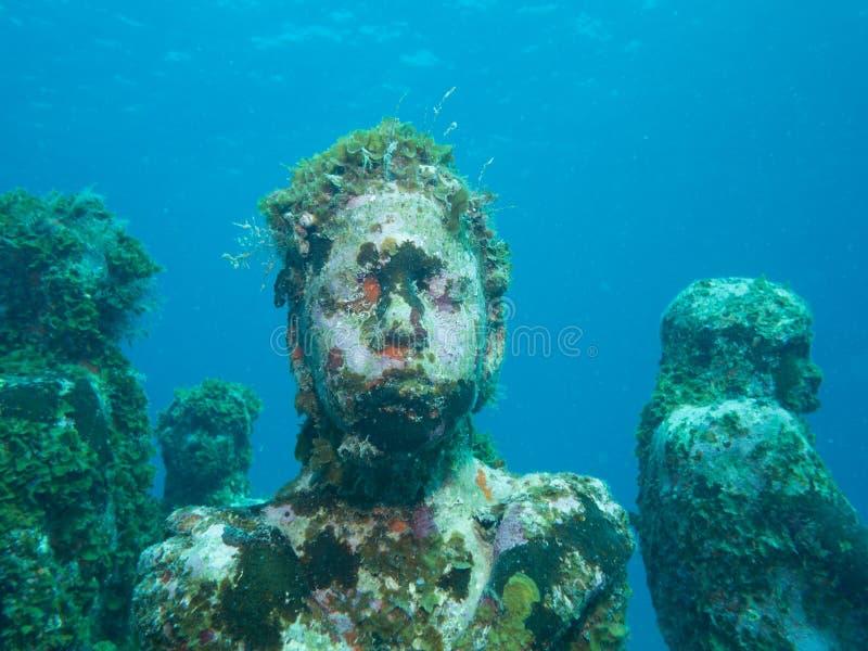 Het duiken bij het onderwatermuseum cancun royalty-vrije stock afbeeldingen