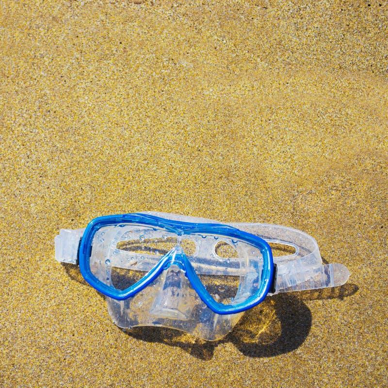 Download Het Duiken Masker Op Een Gouden Strand Stock Foto - Afbeelding bestaande uit plastiek, uitrusting: 54086112
