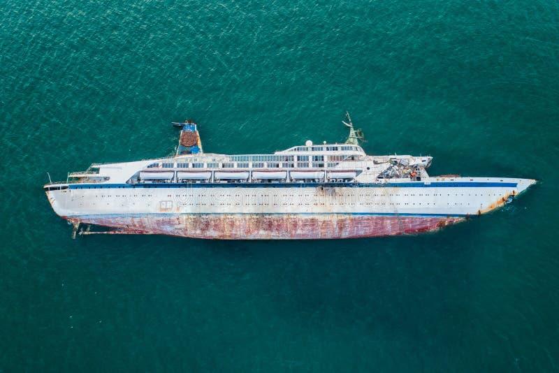 Het duikende team van verzekeringsmaatschappij controleert de neerstortingsboot stock afbeeldingen