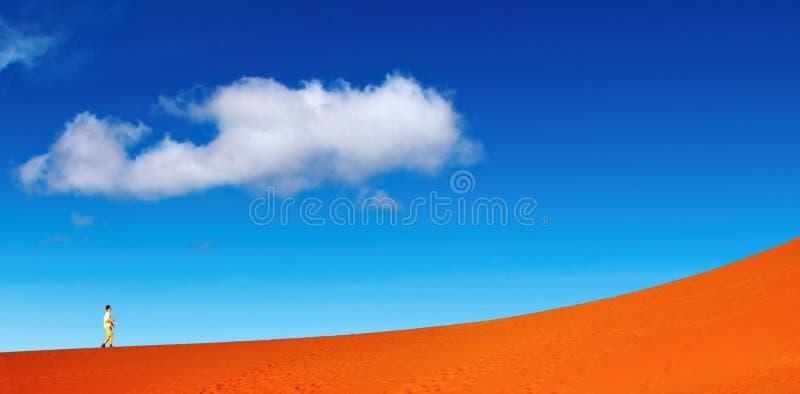 Het duin van het zand het beklimmen royalty-vrije stock afbeelding