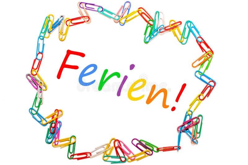 Het Duitse die woord voor schoolvakantie door kleurrijke paperclips wordt ontworpen royalty-vrije stock afbeelding
