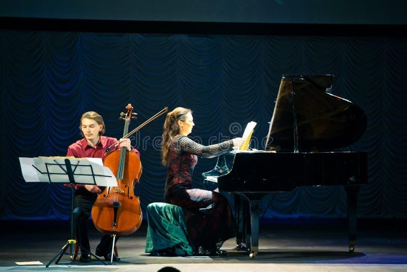 Het Duo van Beethoven - Fedor Elesin en Alina Kabanova stock fotografie