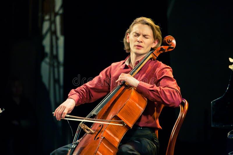 Het Duo van Beethoven - Fedor Elesin en Alina Kabanova stock foto