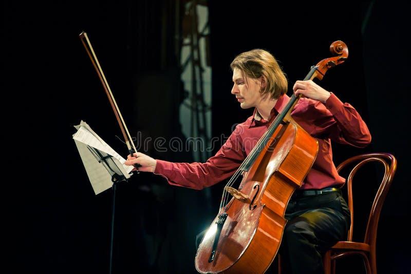 Het Duo van Beethoven - Fedor Elesin en Alina Kabanova stock afbeeldingen