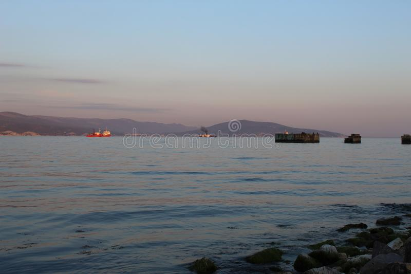 Het is een avondmening van de overzeese Baai stock afbeeldingen