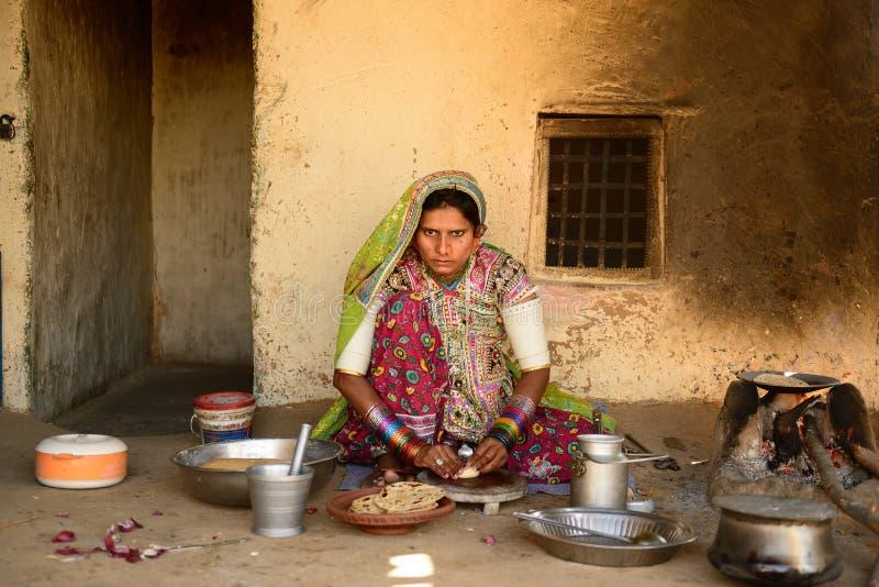 Het eenvoudige leven in het dorp op de woestijn in Gujarat stock foto