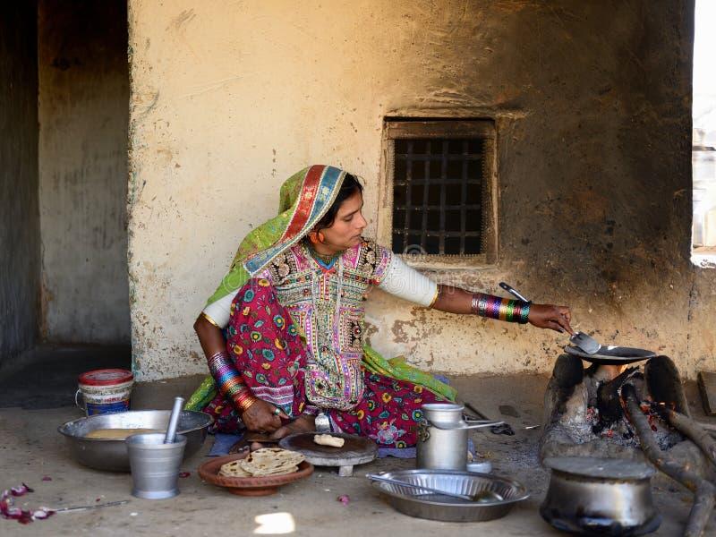 Het eenvoudige leven in het dorp op de woestijn in Gujarat stock fotografie