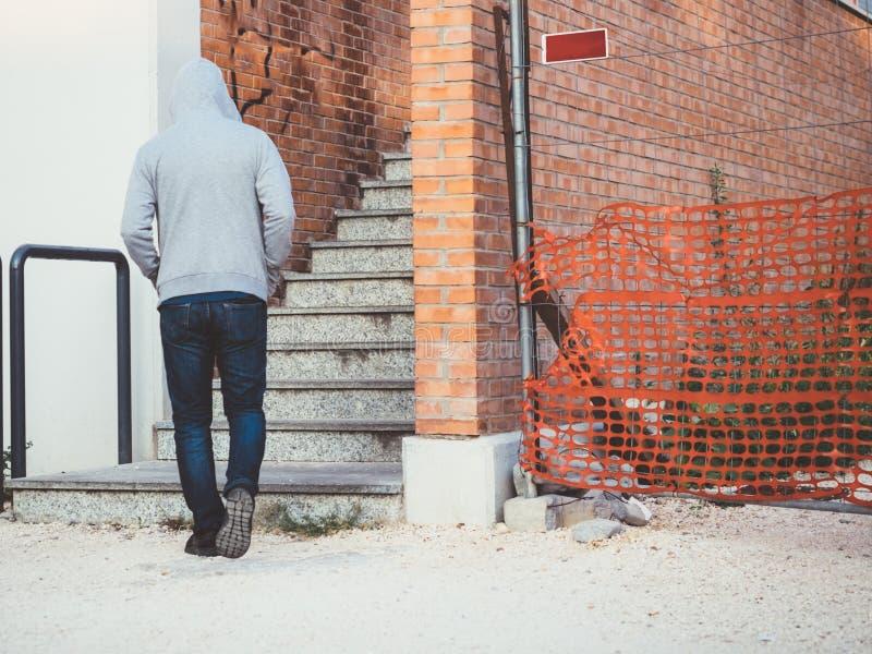 Het eenzame mens lopen royalty-vrije stock foto