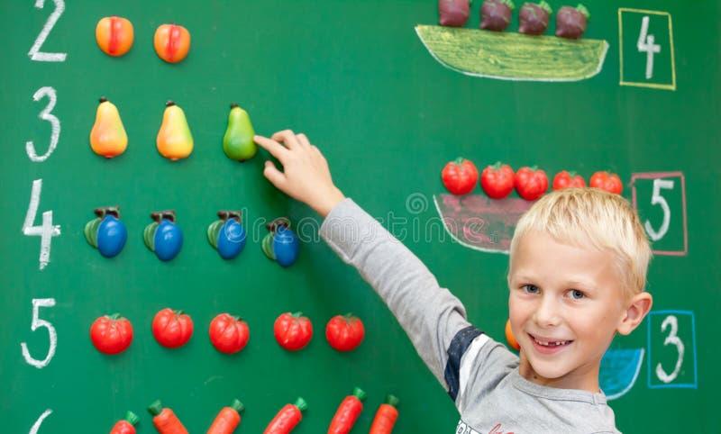 Het eerste jaarschooljongen stock afbeelding