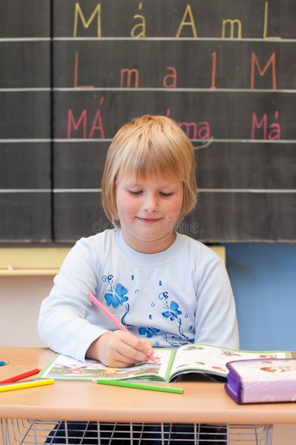 Het eerste jaarschoolmeisje royalty-vrije stock afbeeldingen